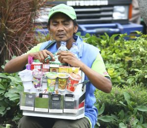 indonesian selling cigs