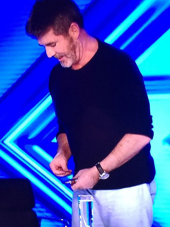Simon cowell vaping