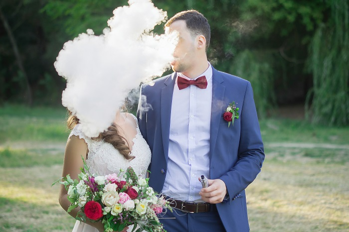 wedding photos trend: vaping