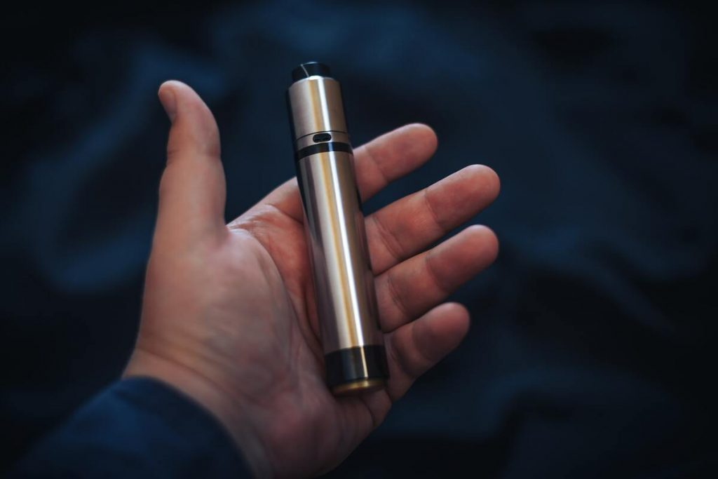 cartomizer in in the man's hand.